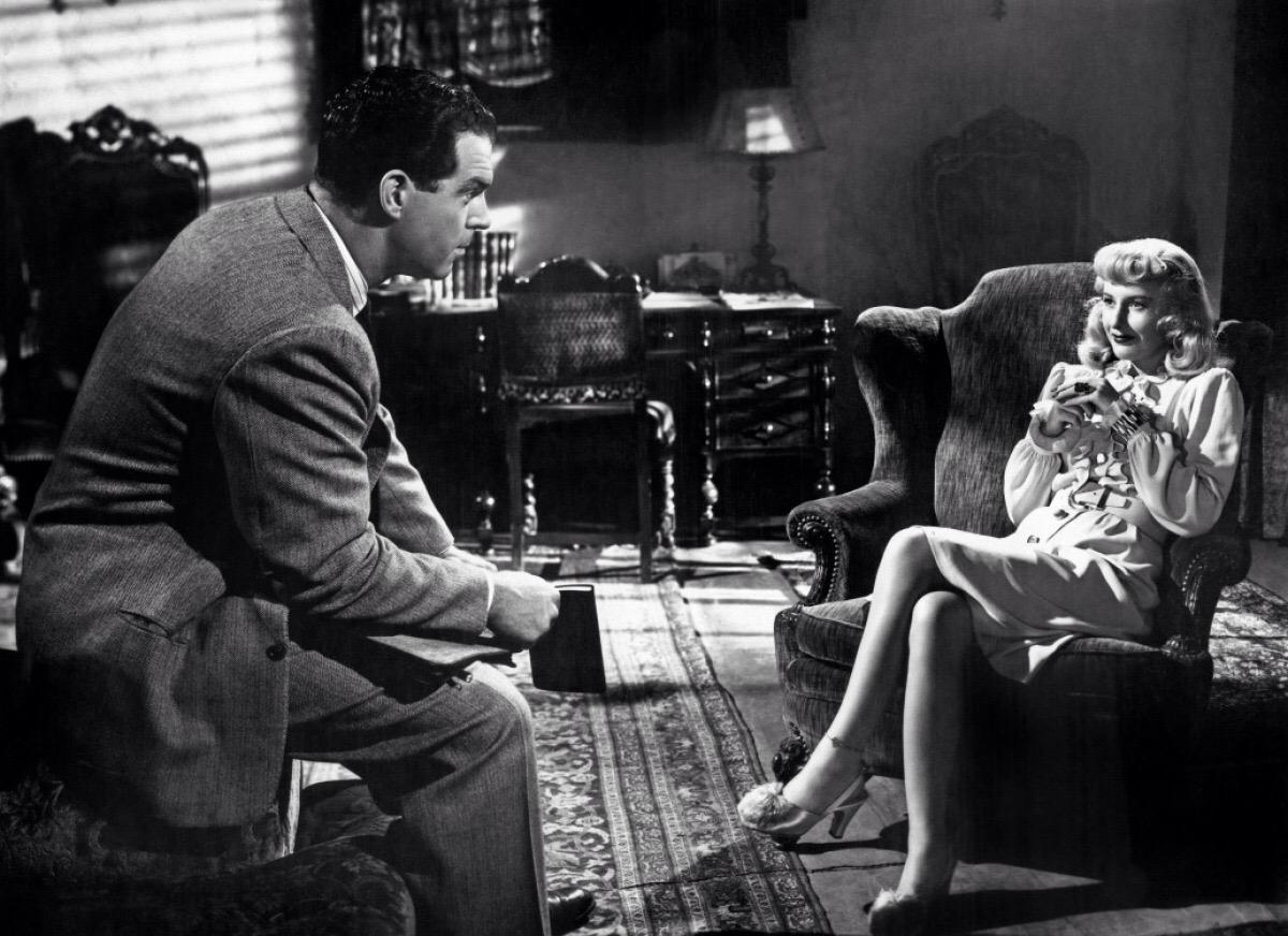 Η Μπάρμπαρα Στάνγουικ ως Φίλις σε μία από τις σημαντικότερες ταινίες φιλμ νουάρ που διαμόρφωσε το είδος, στη «Διπλή ταυτότητα» του Μπίλι Γουάιλντερ