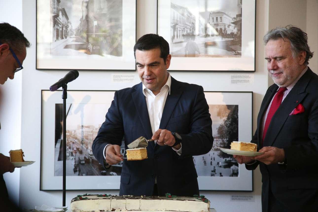 Φεβρουάριος 2019. Κόβει την πίτα στο υπουργείο Εξωτερικών, έχοντας παραδώσει το χαρτοφυλάκιο στον κομψότατο Κατρούγκαλο