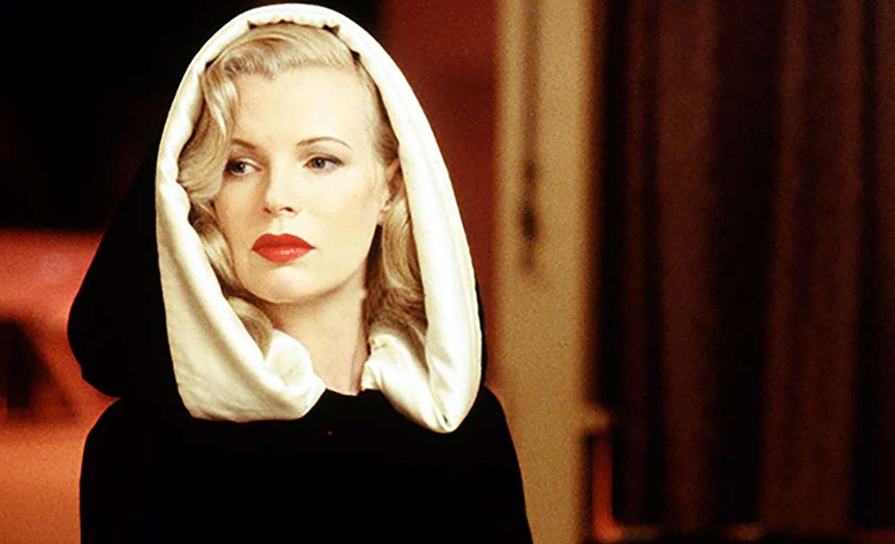Η εκρηκτική Κιμ Μπέισινγκερ κέρδισε Οσκαρ Β' γυναικείου ρόλου για την ερμηνεία της στο «Λος Αντζελες, εμπιστευτικό» (1997), μία ταινία που αναβιώνει εξαιρετικά τη νουάρ ατμόσφαιρα των ταινιών του '50
