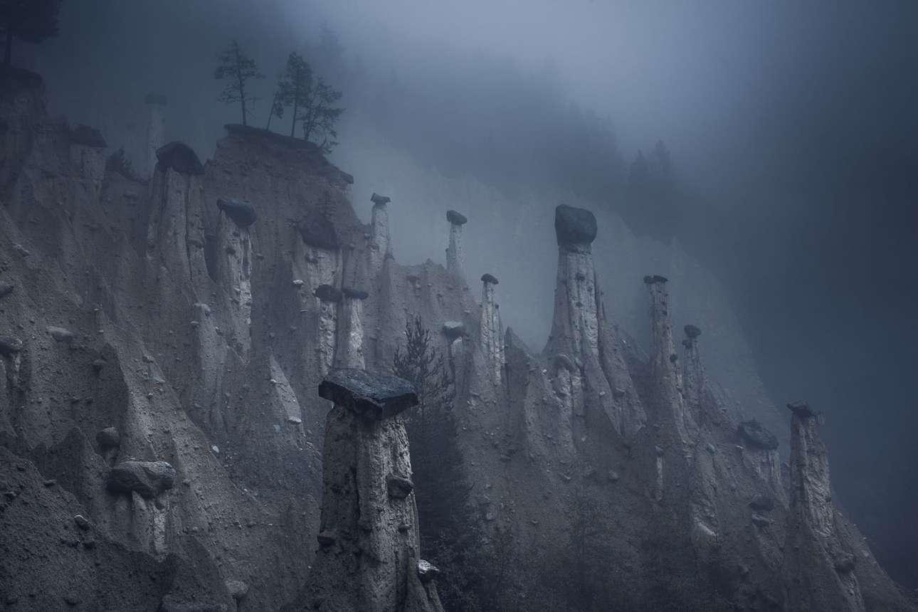 «Αρης». Τρίτη θέση στην κατηγορία Φύση. Φυσικοί αμμόλοφοι με μεγάλους βράχους στις κορυφές τους, γνωστοί ως οι Πυραμίδες της Γης του Πλάτεν, στο νότιο Τιρόλο στη βόρεια Ιταλία. Οι παράξενοι αυτοί σχηματισμοί που θυμίζουν διαστημικό τοπίο, έχουν δημιουργηθεί εδώ και αιώνες έπειτα από αμέτρητες καταιγίδες και κατολισθήσεις