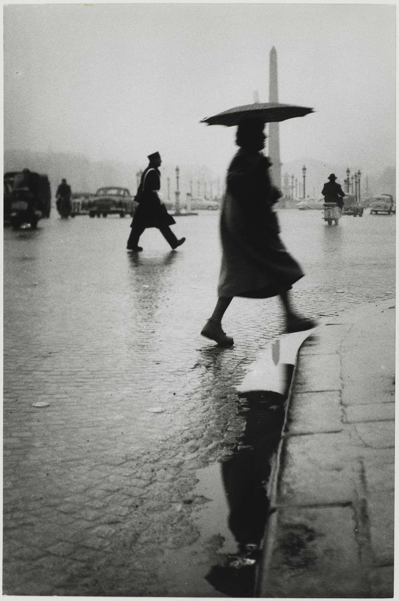 Η βρεγμένη πλατεία Πλας ντε λα Κονκόρντ του Παρισιού, 1953