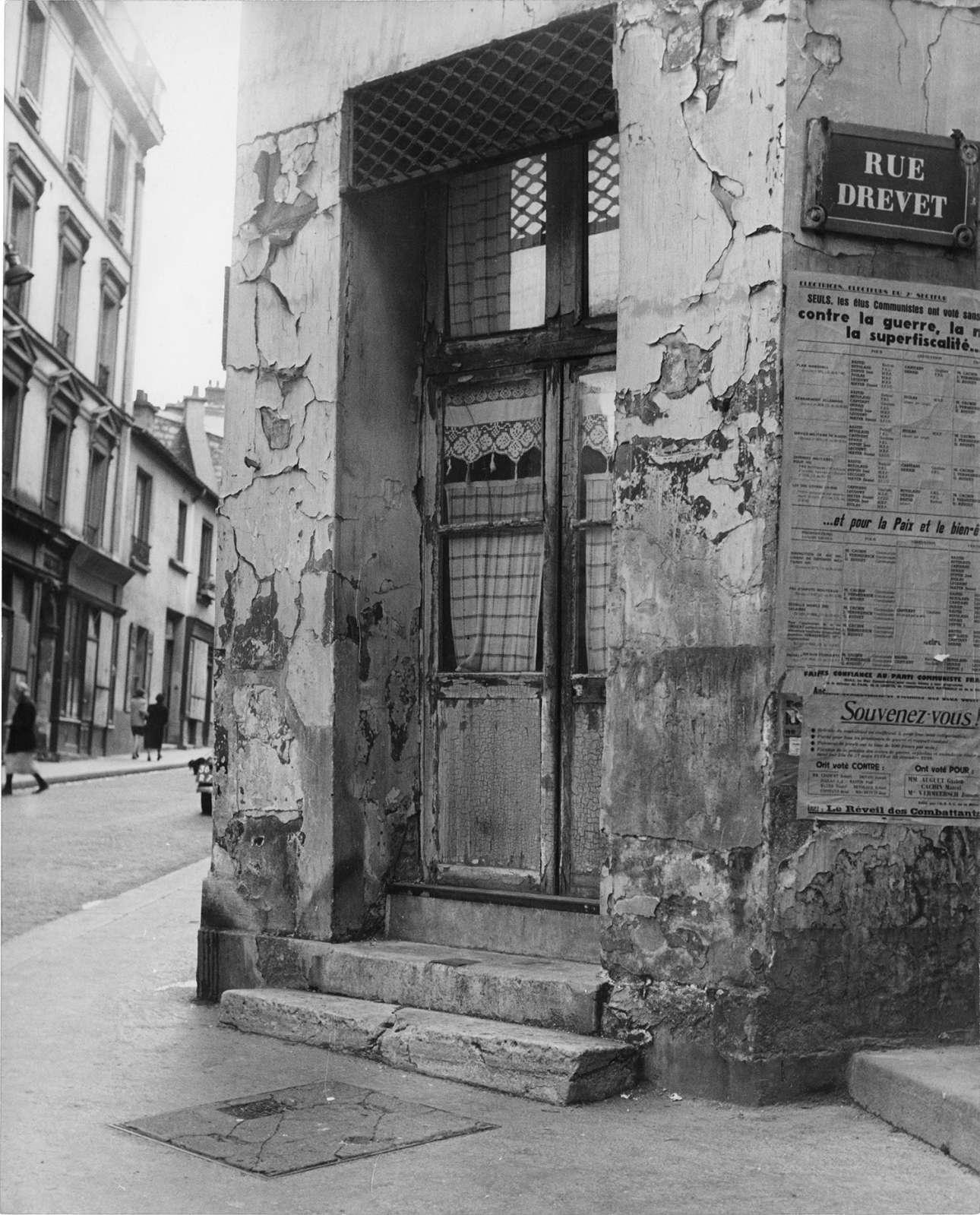 Η είσοδος ενός κτιρίου στο Παρίσι, 1951