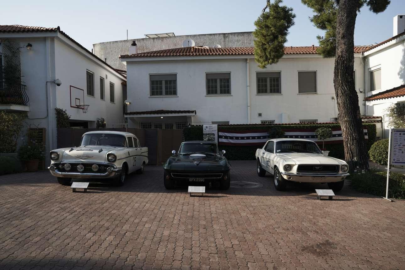Εκθεση εμβληματικών αμερικανικών αυτοκινήτων στον κήπο της πρεσβευτικής οικίας