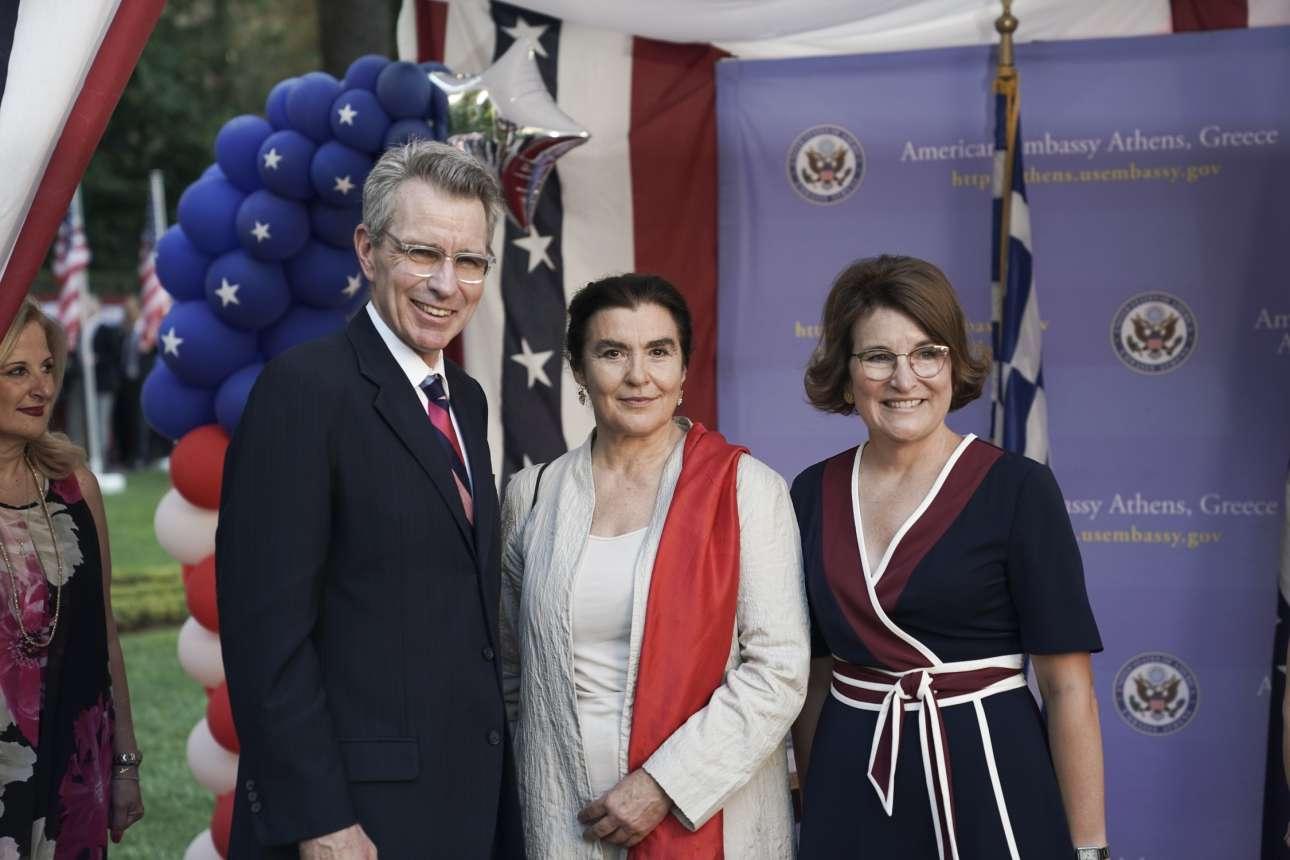 Ο Τζέφρι Πάιατ με την Λυδία Κονιόρδου και τη σύζυγό του, Μέρι Πάιατ
