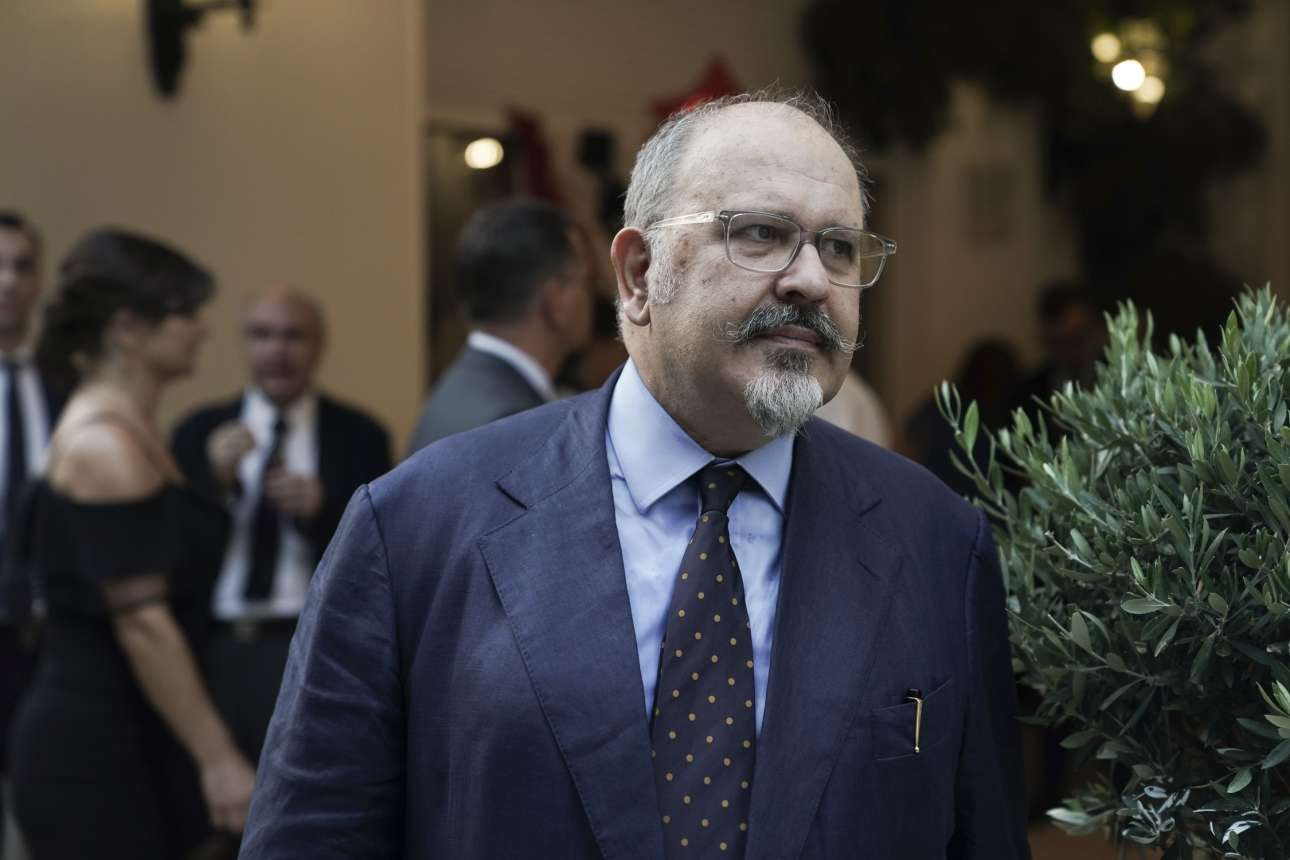 Ο κοινοβουλευτικός εκπρόσωπος του ΣΥΡΙΖΑ Νίκος Ξυδάκης με σχετικώς new look