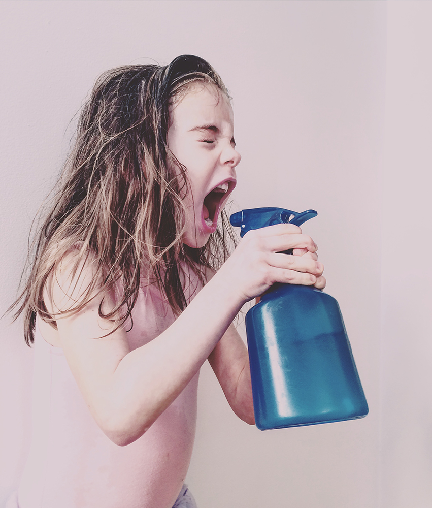 Πρώτη θέση στην κατηγορία Παιδιά. «Η κόρη μου φορούσε το κορμάκι του μπαλέτου και ψέκαζε με νερό τα αδέλφια και τον εαυτό της»