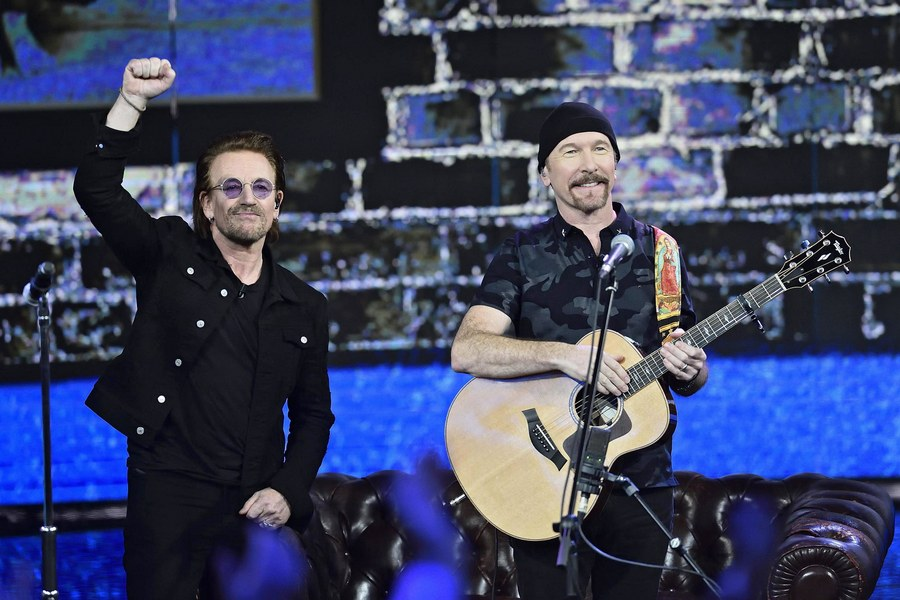 epa06382016 Bono (l) and The Edge (r) of Irish rock band U2 perform at 'Che tempo che fa' TV Show as the show was recorded in Milan, Italy, 07 December 2017 (issued 10 December 2017). EPA/FLAVIO LO SCALZO