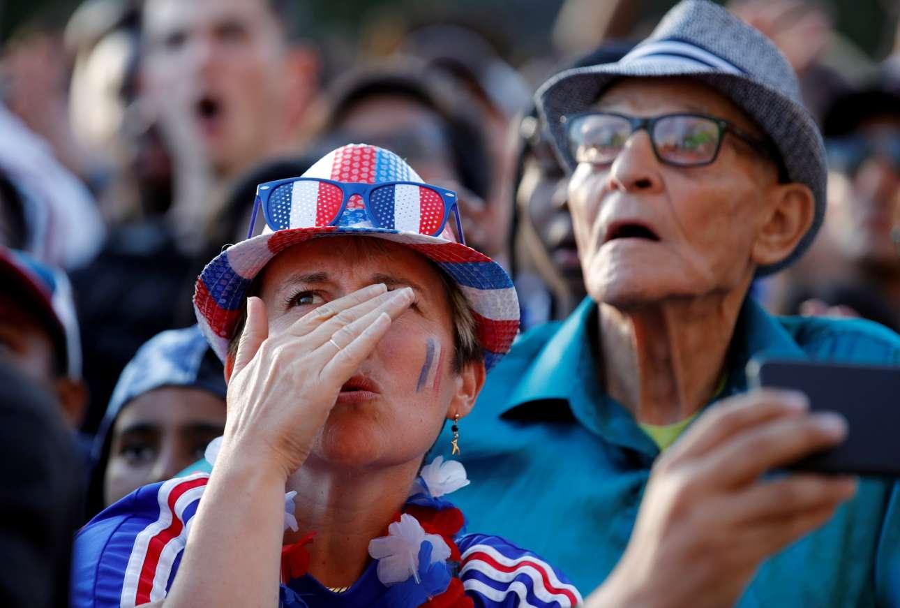 Η αγωνία για την εξέλιξη του ματς, μέχρι να αρχίσει το γαλλικό πάρτι, δεν έκανε διαχωρισμό στις ηλικίες