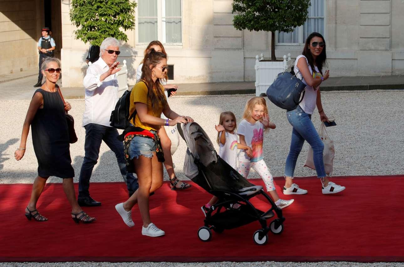 Η οικογένεια του Ολιβιέ Ζιρού βαδίζει και αυτή στο κόκκινο χαλί στο προεδρικό μέγαρο
