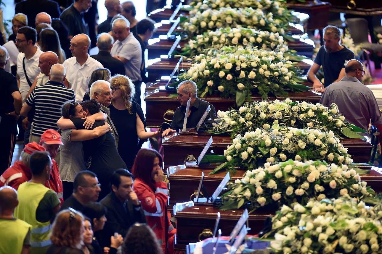 Οι κηδείες 16 εκ των 41 θυμάτων τελέστηκαν στη Γένοβα το Σάββατο