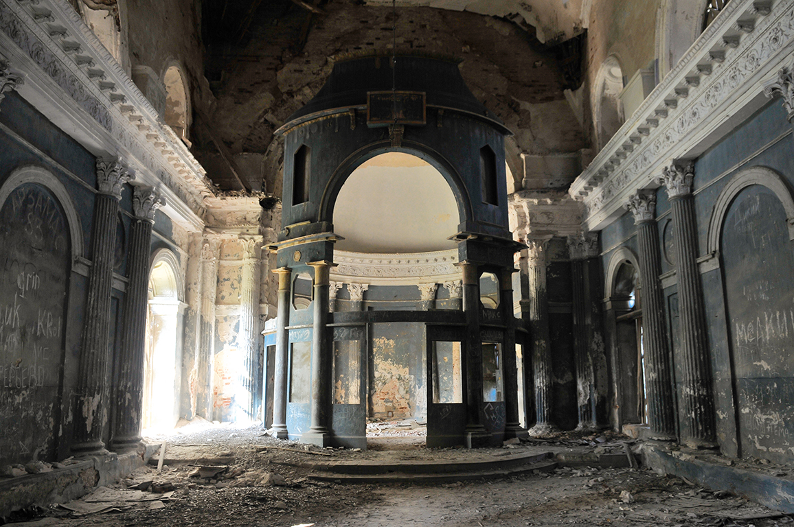 Γιαροπόλετς: εδώ που τόσο φαγώθηκαν οι κορινθιακοί κίονες και οι ζωγραφισμένοι τοίχοι, ήταν κάποτε τόπος ιερός - ήταν ο ναός της Θεοτόκου