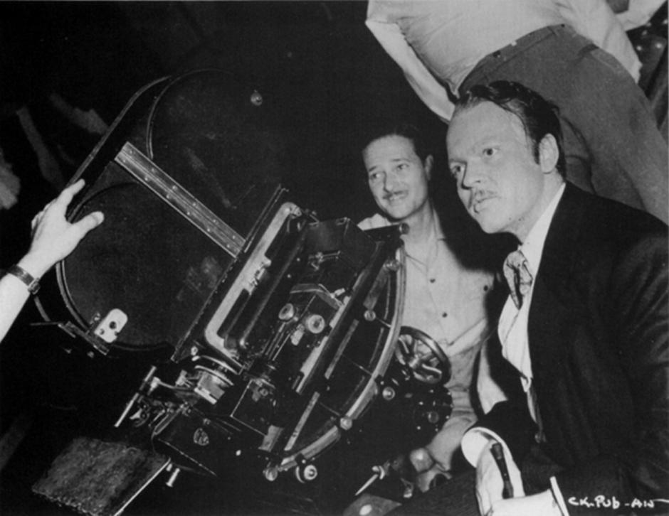 Ο Ορσον Γουέλς πίσω από την κάμερα, στα γυρίσματα της ταινίας - ορόσημο «Πολίτης Κέιν», το 1941