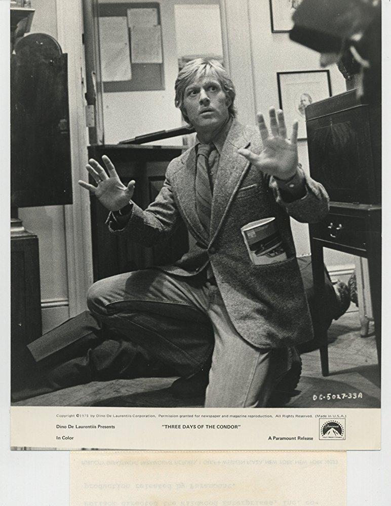 Στο θρίλερ «Τρεις Ημέρες του Κόνδορα» (1975) του Σίντνεϊ Πόλακ