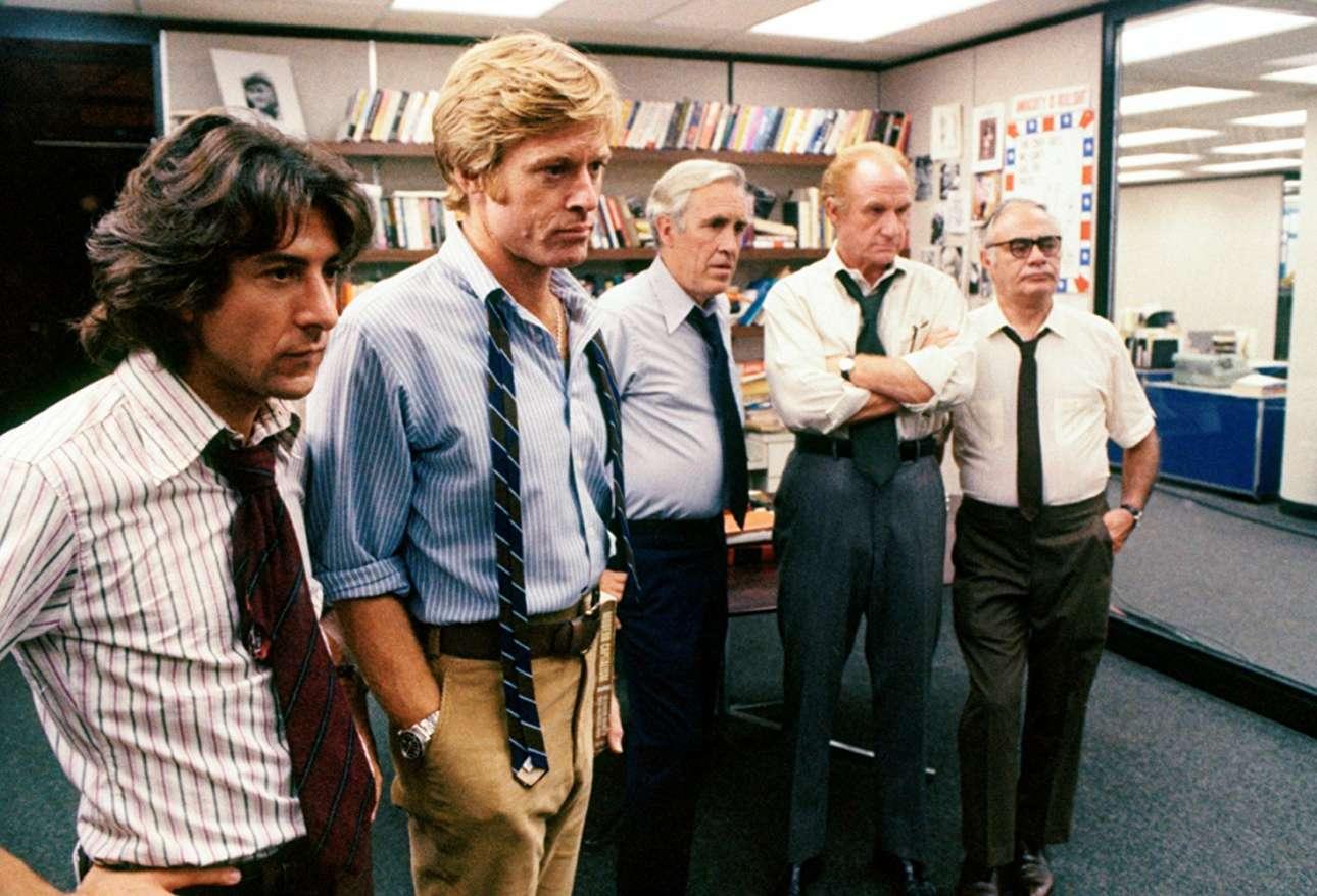 Αποκαλύπτοντας το Σκάνδαλο Γουότεργκεϊτ στο «Ολοι οι άνθρωποι του προέδρου» (1976) του Αλαν Τζ. Πάκουλα. Από αριστερά: Ντάστιν Χόφμαν. Ρ. Ρέντφορντ, Τζέισον Ρόμπαρτς, Τζακ Γουόρντεν, Μάρτιν Μπάλσαμ