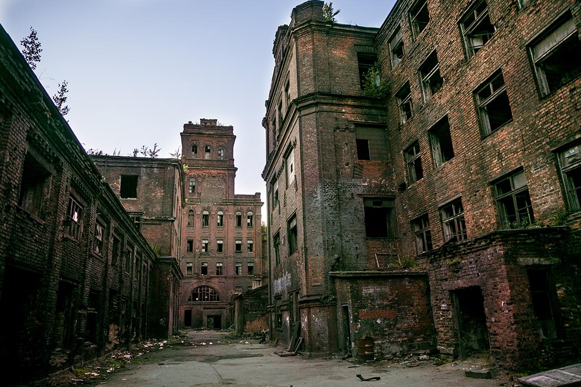 Το πιο στενάχωρο από όλα τα απολεσθέντα: η εργασία. Το πιο θλιβερό από όλα τα ερείπια: το εργοστάσιο. Οταν αυτή η μονάδα χτίστηκε, η πόλη ονομαζόταν Λένινγκραντ. Τώρα ονομάζεται Αγία Πετρούπολη