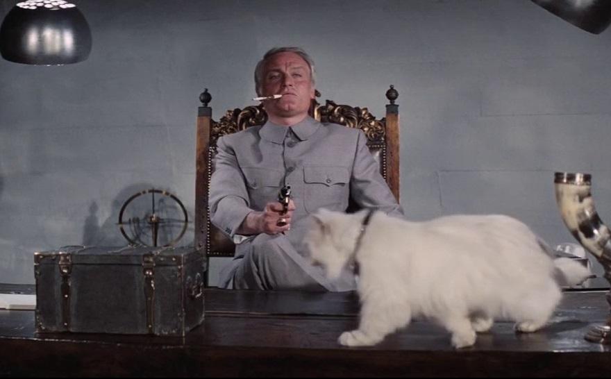 Αλλος Μπλόνφελντ, ο Τσαρλς Γκρέι, στο φιλμ «Τα Διαμάντια Είναι Παντοτινά» (1971). Σε αυτήν ακούγεται η ατάκα του Σον Κόνερι-Τζέιμς Μποντ «wrong pussy»...