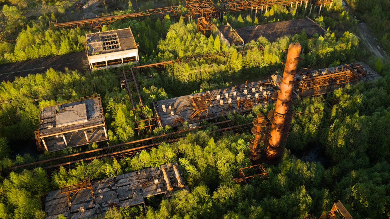 Ημιτελές εγκαταλείφθηκε το διυλιστήριο στην περιφέρεια της Αγίας Πετρούπολης και πλέον «απαλλοτριώνεται» από τη φύση