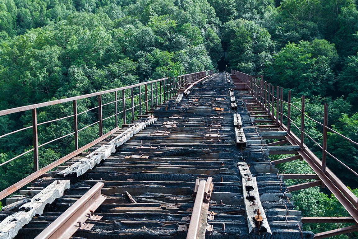 Αυτές οι σιδηροδρομικές ράγες δεν οδηγούν πουθενά πια στη Σαχαλίνη