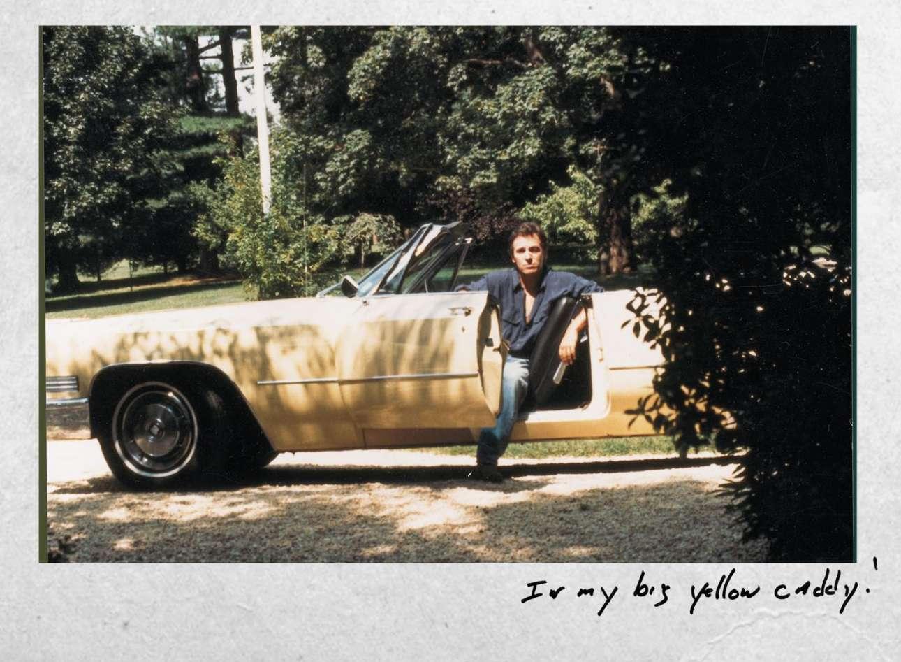 Με την καινούργια του κίτρινη Κάντιλακ, φωτογραφία που κοσμεί την αυτοβιογραφία του με τίλο «Born to Run: Bruce Springsteen»