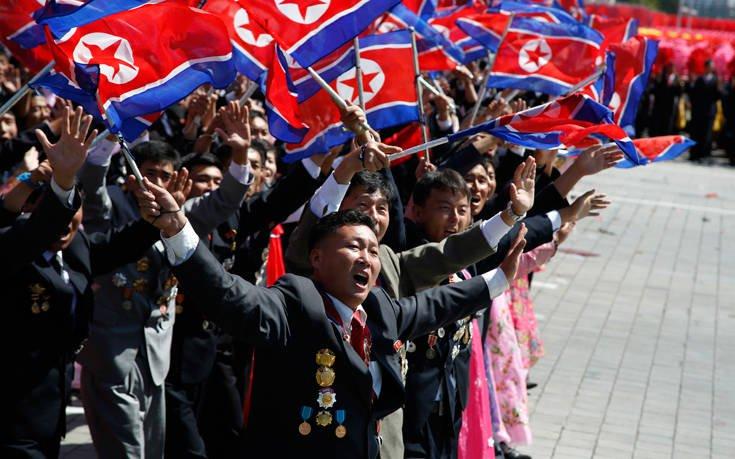 Σε παροξυσμό και όσοι παρακολουθούσαν την παρέλαση