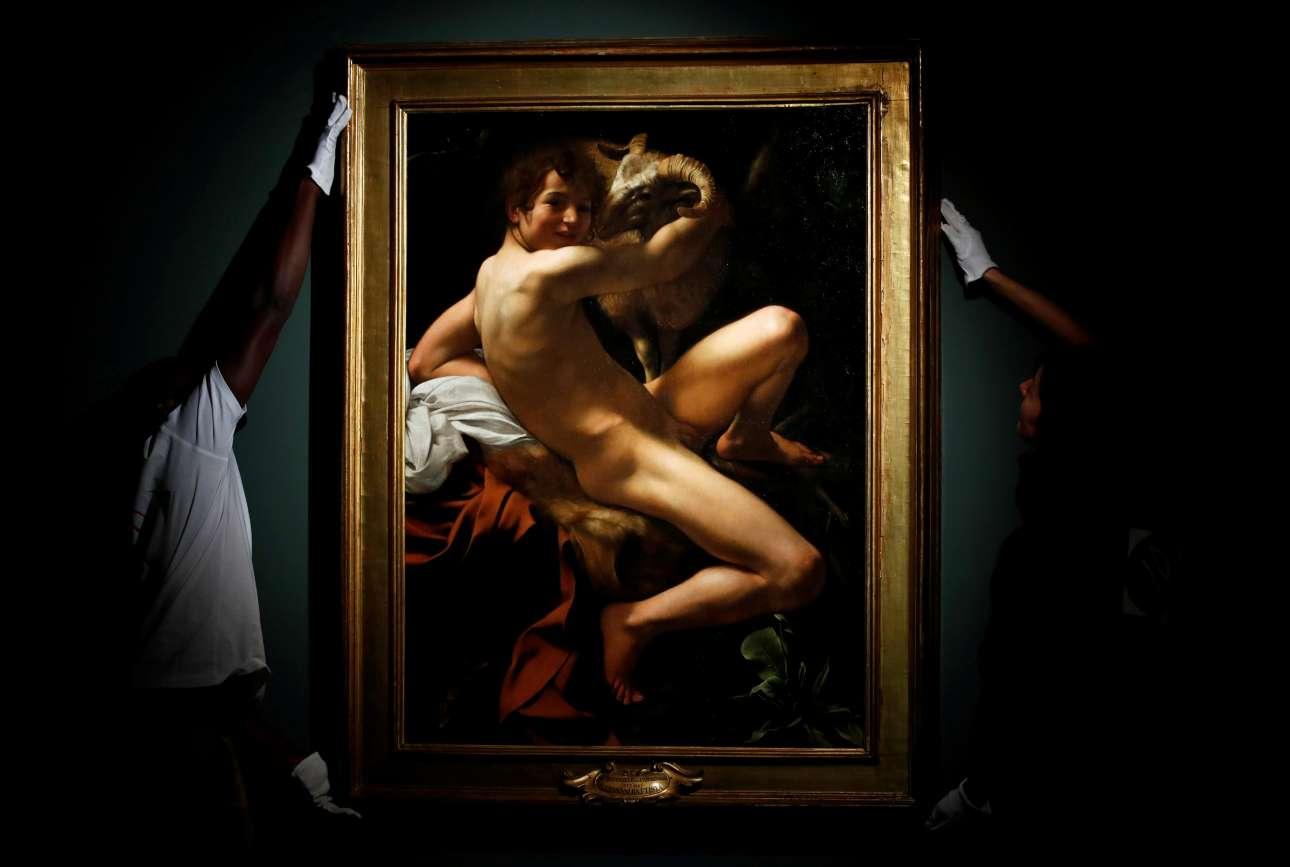 Δευτέρα, 17 Σεπτεμβρίου, Γαλλία. Εργαζόμενοι στο μουσείο Ζακμάρ Αντρέ, στο Παρίσι, τοποθετούν τον πίνακα «Άγιος Ιωάννης ο Βαπτιστής» του Καραβάτζιο στο μέρος του μουσείου όπου θα λάβει χώρα η έκθεση «Καραβάτζιο: Η ρωμαϊκή περίοδος. Φίλοι ή Εχθροί».