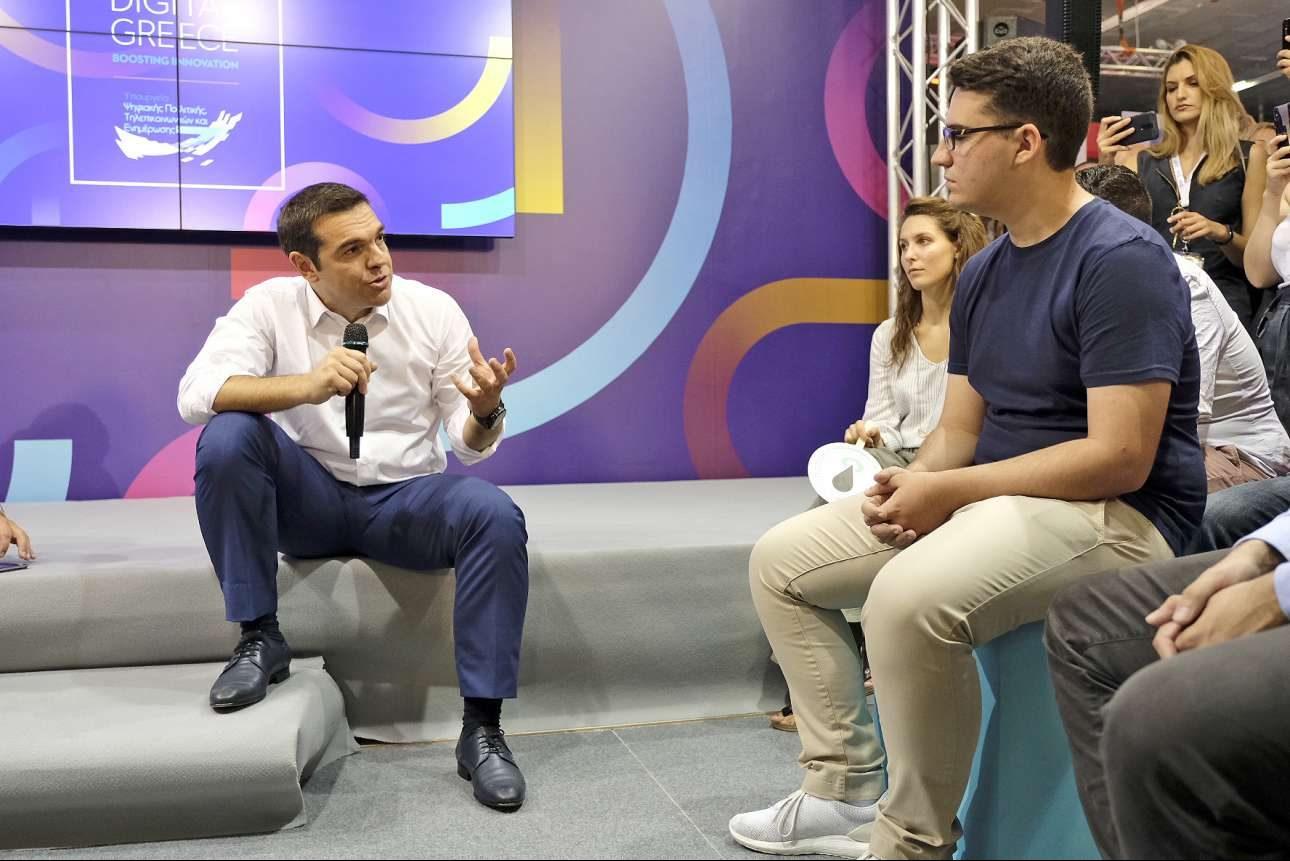 Ο Πρωθυπουργός μιλά με startupers που ταξίδεψαν στην πόλη για την Έκθεση