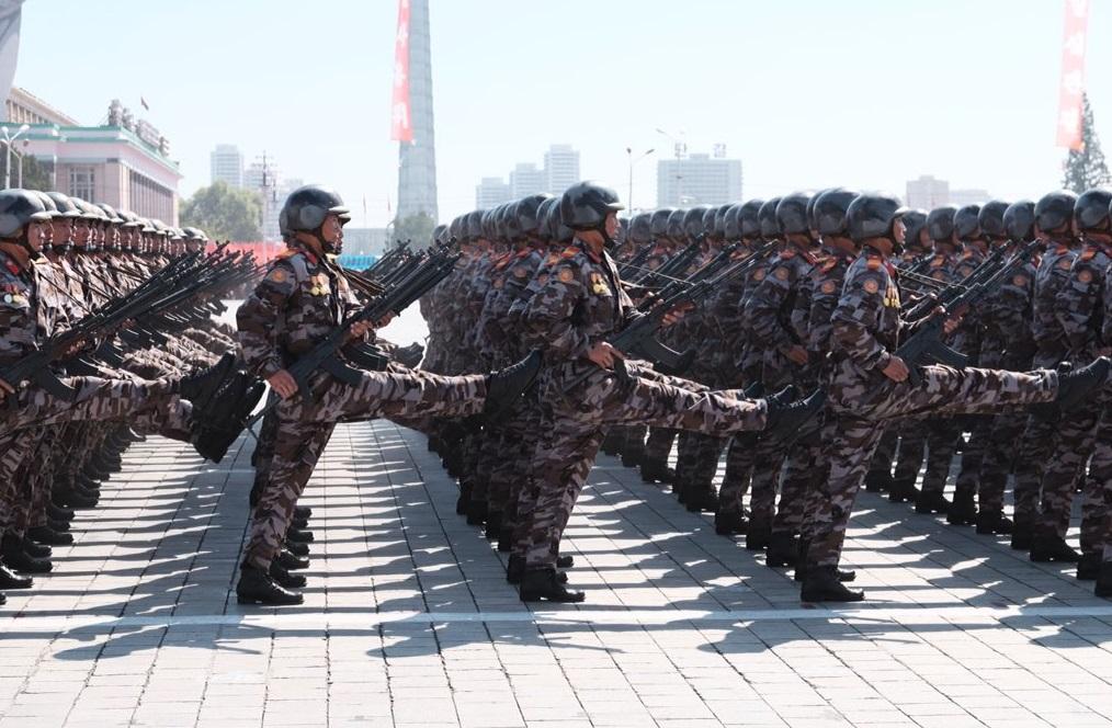 Ξεχώρισε το εντυπωσιακό βήμα των στρατιωτιών