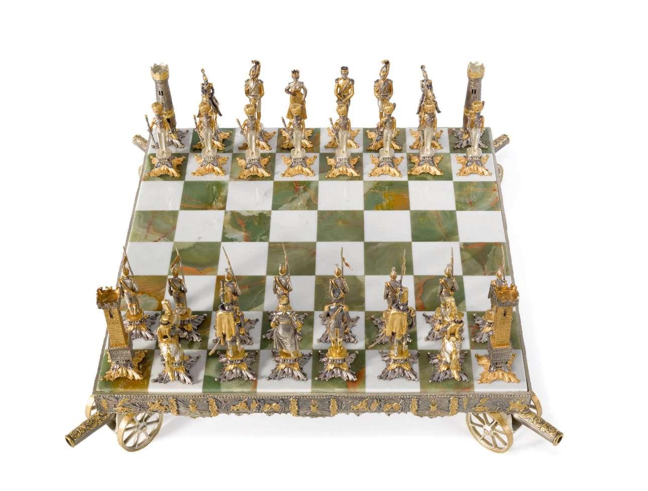 Περίτεχνο σετ σκακιού που απεικονίζει τη μάχη του Βατερλό