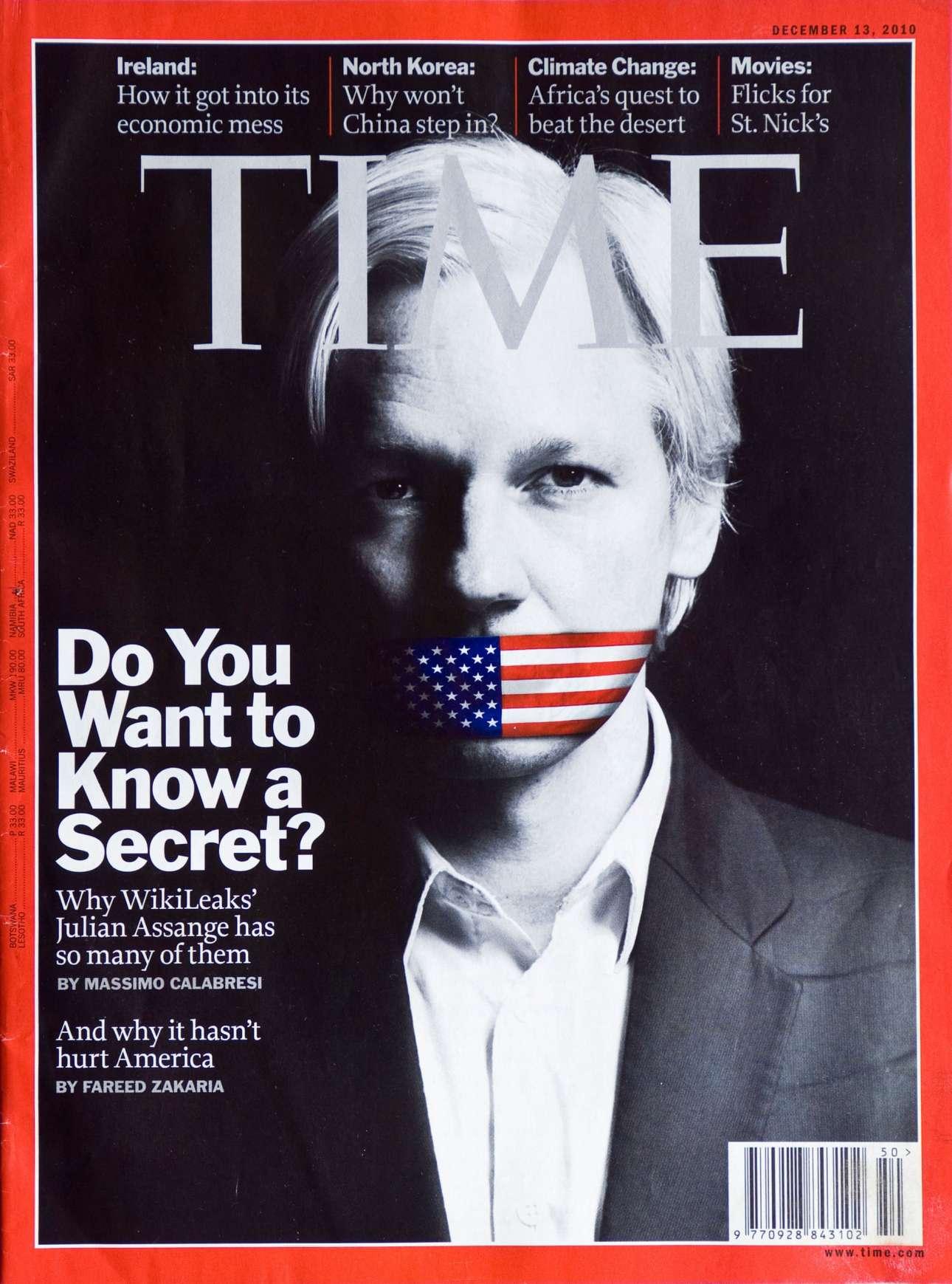 Ο Τζούλιαν Ασάνζ, ο άνθρωπος πίσω από το Wikileaks, φιμωμένος με την αμερικανική σημαία σε αυτό το εξώφυλλο από το 2010