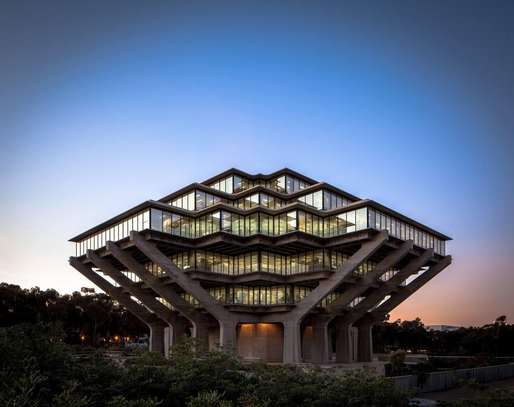 Εξαιρετικό παράδειγμα μπρουταλιστικής αρχιτεκτονικής: η βιβλιοθήκη Geisel του πανεπιστημίου του Σαν Ντιέγκο στην Καλιφόρνια