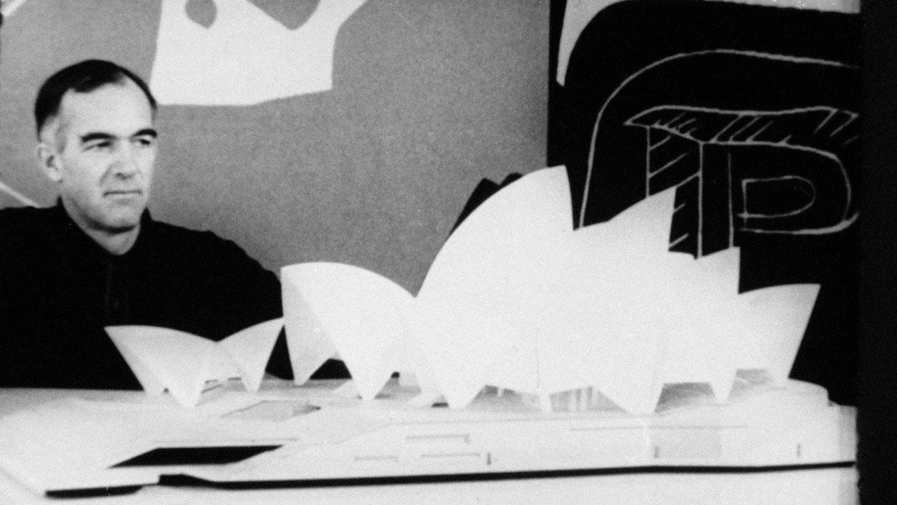 Το όραμα του Ούτσον για ένα κτίριο με καμπύλες στο λιμάνι ήρθε να ανατρέψει ριζικά τα τετράγωνα και ορθογώνια σχήματα της μοντέρνα αρχιτεκτονικής. Το κτίριο της όπερας μεταμόρφωσε όχι μόνο την καριέρα του νεαρού αρχιτέκτονα, αλλά και την εικόνα ενός ολόκληρου έθνους