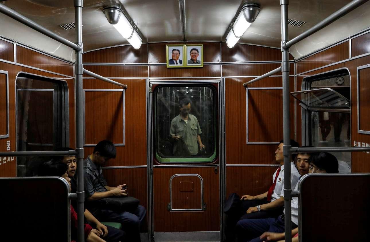...αλλά και το εσωτερικό ενός βαγονιού μετρό