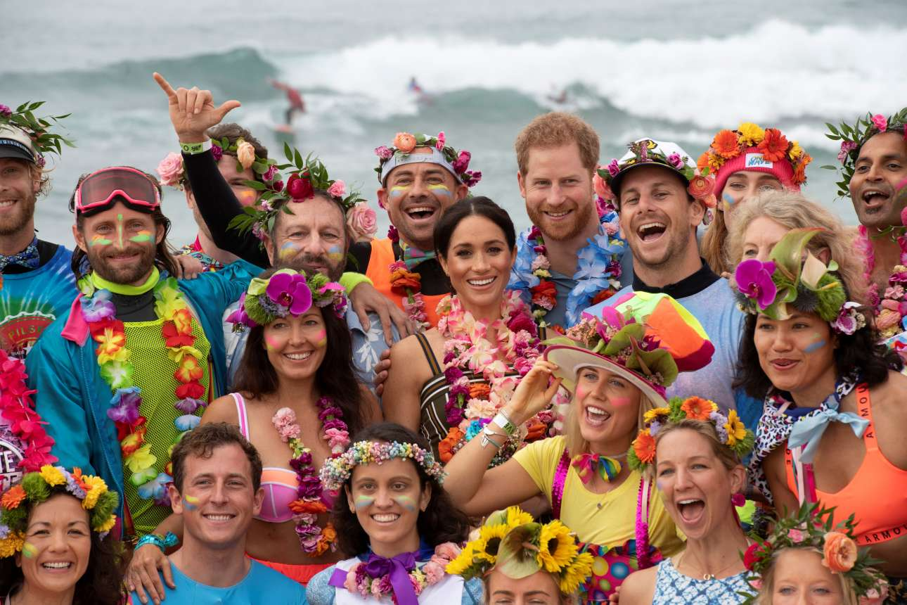 Βρείτε τον Χάρι και τη Μέγκαν σε αυτό το πολύχρωμο, χαρούμενο σύνολο στην παραλία