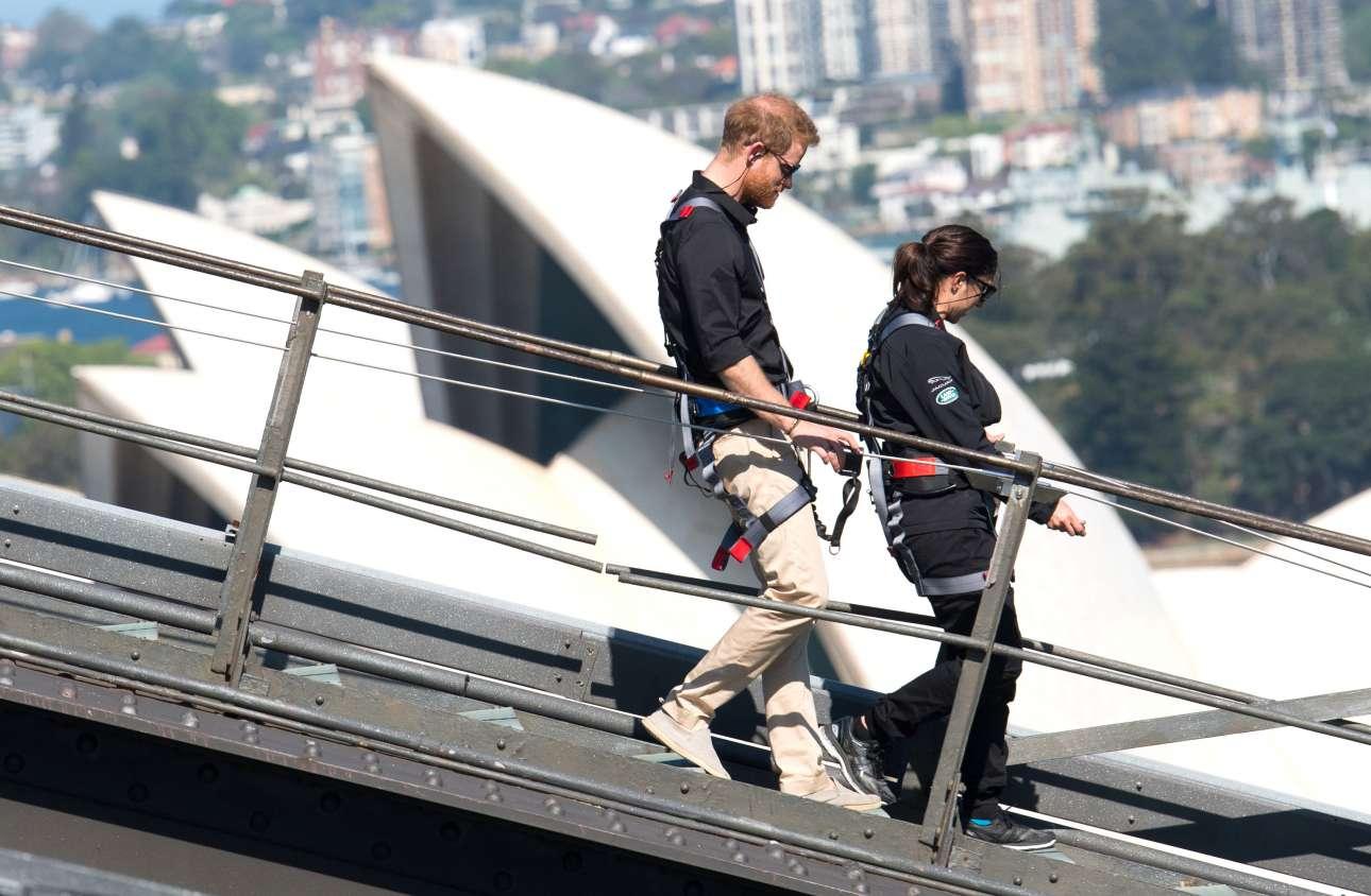 Εν τω μεταξύ, ο πρίγκιπας Χάρι άφησε την εγκυμονούσα σύζυγό του για λίγη περιπέτεια, την ανάβαση στη γέφυρα του Σίντνεϊ