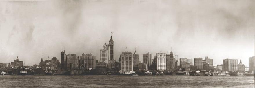 1908: Το Singer Building (στο κέντρο της φωτογραφίας) ολοκληρώθηκε το 1908 και έγινε το ψηλότερο κτίριο καθώς είχε ύψος186,5 μέτρα