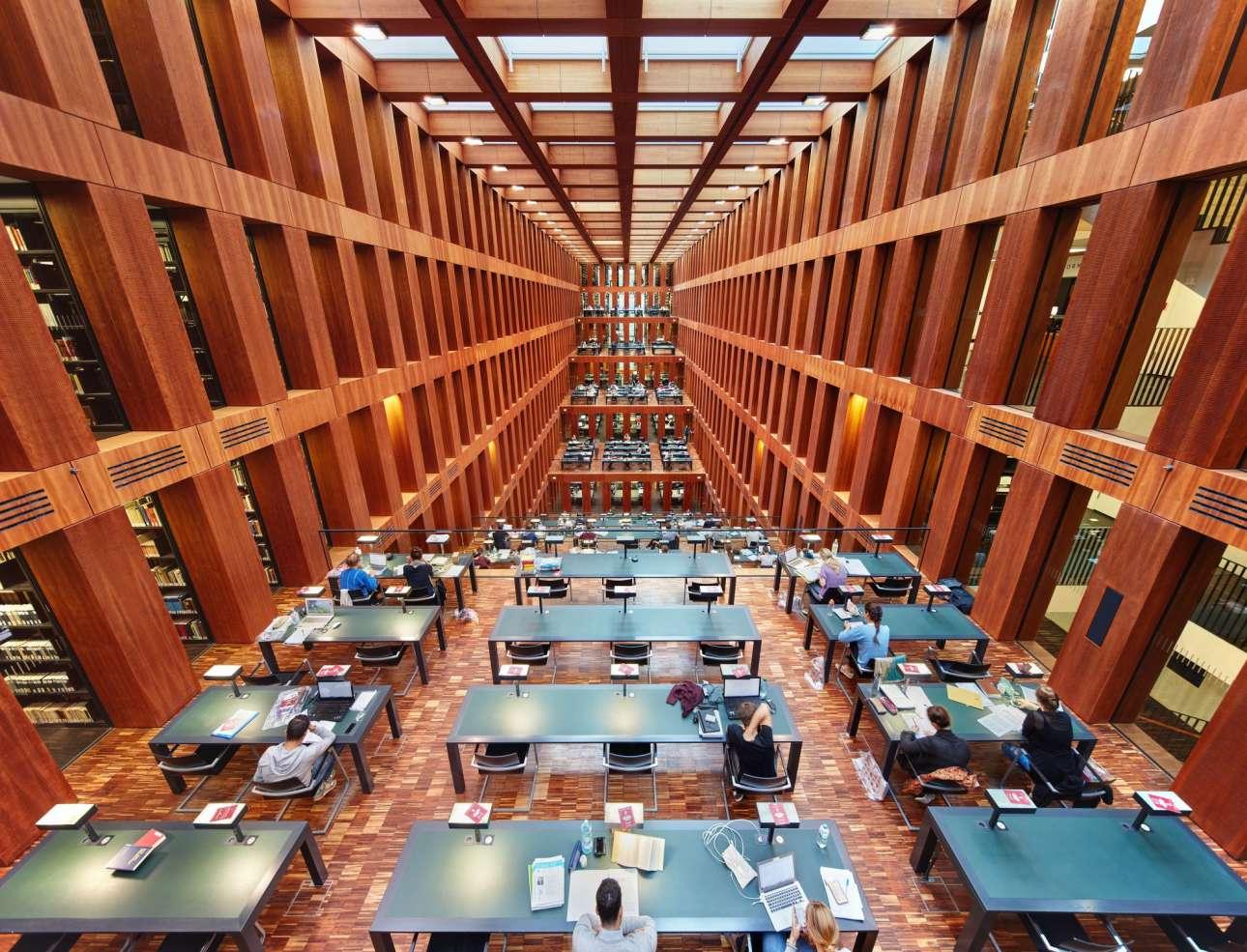 Μία ακόμη εντυπωσιακή πανεπιστημιακή βιβλιοθήκη, αυτή του Humboldt στο Βερολίνο