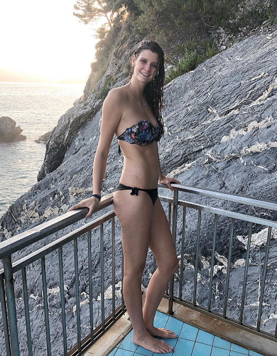 Εδώ μοιράζεται με το υπόλοιπο Instagram την αγάπη της για τη θάλασσα...