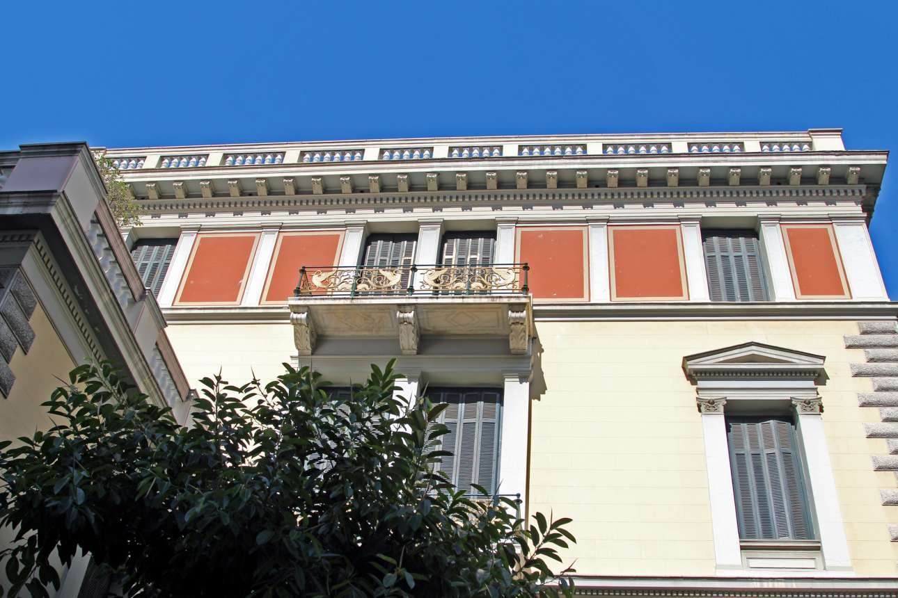 Το Γερμανικό Αρχαιολογικό Ινστιτούτο στη γωνία των οδών Χαριλάου Τρικούπη και Φειδίου χτίστηκε το 1888 σε σχέδια του Ερνέστου Τσίλλερ σε συνεργασία με τον διαπρεπή αρχαιολόγο Βίλχελμ Ντέρπφελντ σε οικόπεδο που παραχώρησε ο Ερρίκος Σλήμαν