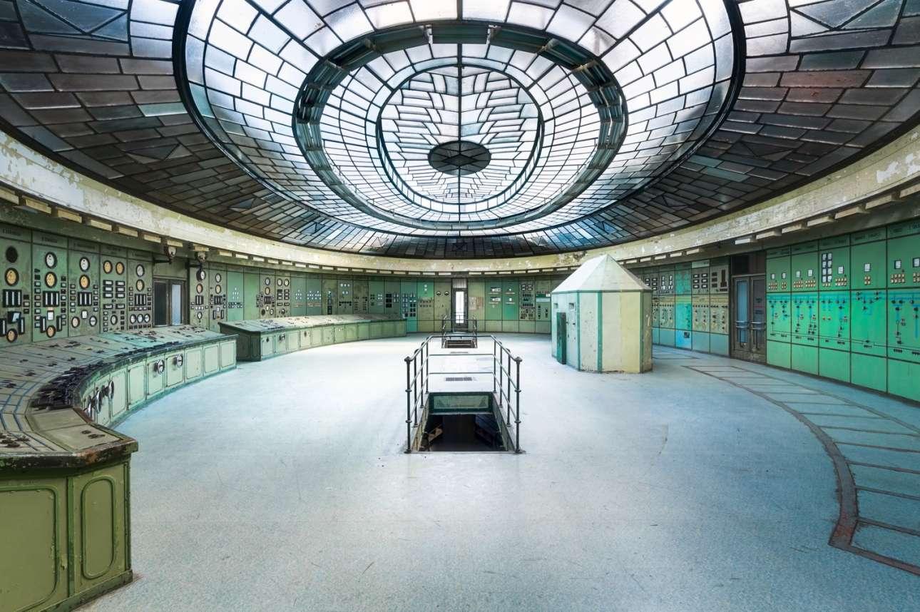 Ημιεγκατεστημένος σταθμός ηλεκτροπαραγωγής στο Κέλενφολντ της Βουδαπέστης, του Ρομάν Ρόμπροεκ