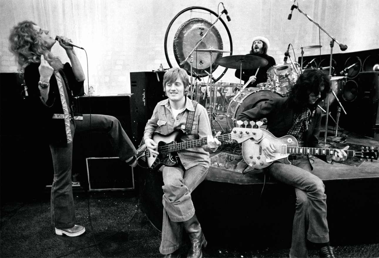 Το σπουδαίο συγκρότημα κάνει ζέσταμα πριν βγει στη σκηνή του Met Center στη Μινεάπολις, τον Ιανουάριο του 1975