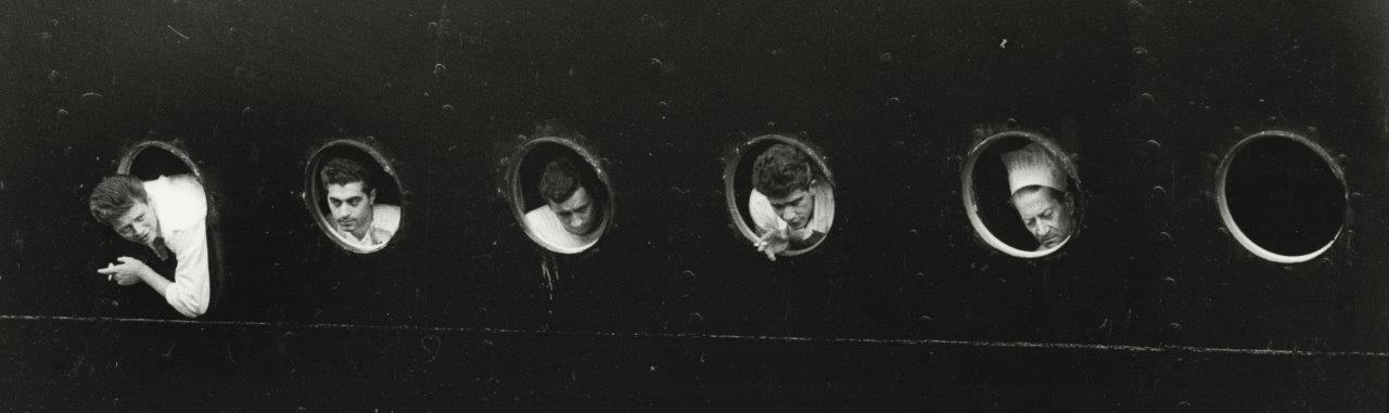 Η αναχώρηση του θρυλικού πλοίου «Χριστόφορος Κολόμβος» με ιταλούς μετανάστες από το λιμάνι της Γένοβας, το 1957. Προορισμός, η Νέα Υόρκη