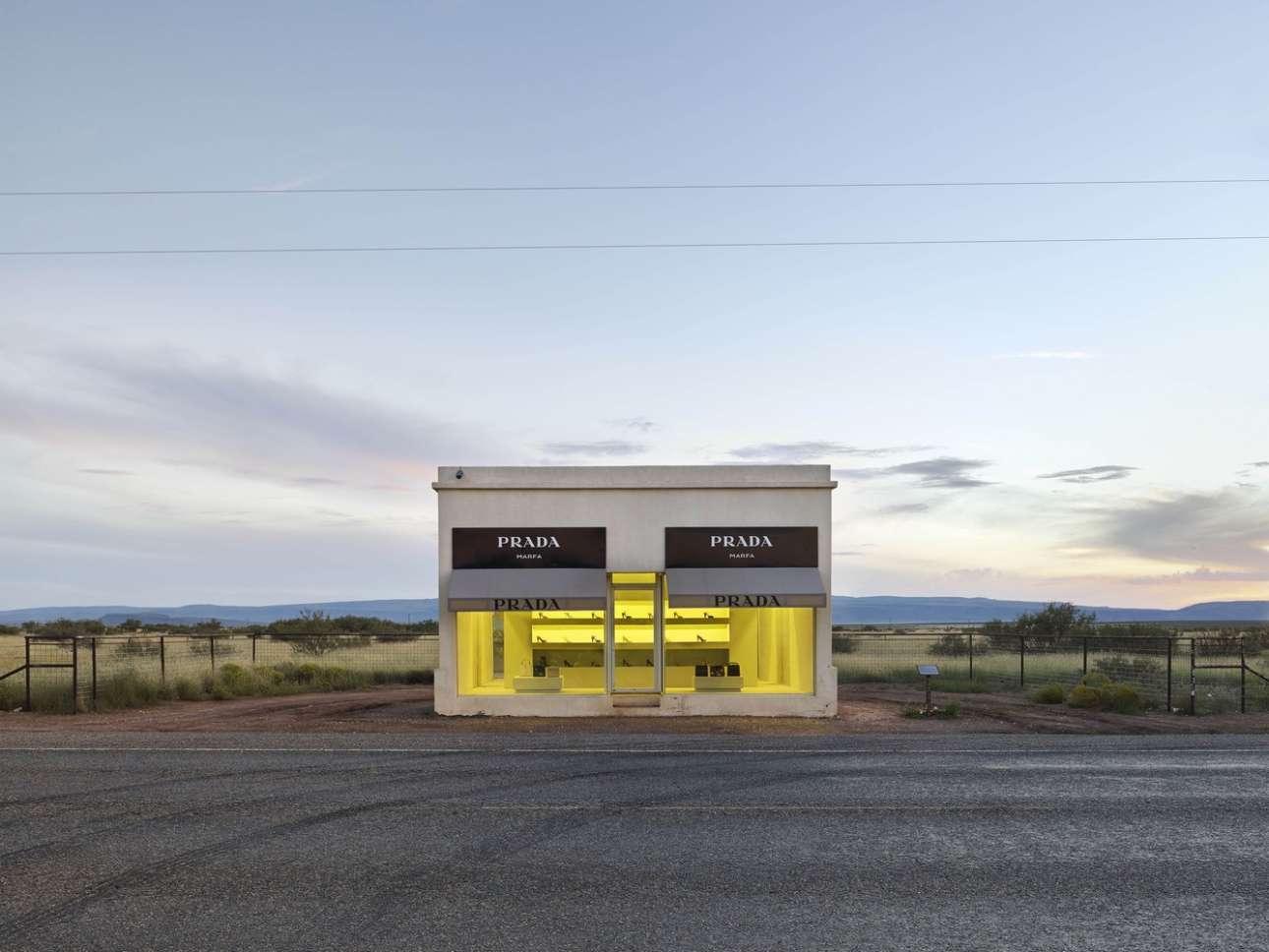 Εγκατάσταση «Prada Marfa» στο Τέξας, των εικαστικών Ελμγκριν και Ντράγκσετ