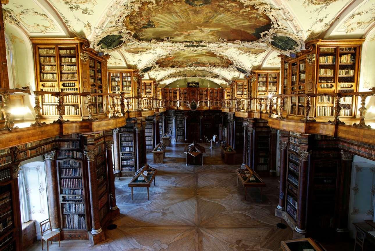 Η αρχαιότερη βιβλιοθήκη Stiftsbibliothek της Ελβετίας έχει ανακηρυχθεί Μνημείο Παγκόσμιας Κληρονομιάς της UNESCO
