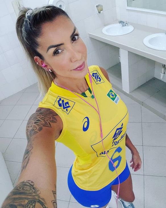 Η Τάισα Ντάχιερ είναι από τις ωραιότερες βραζιλιάνες παίκτριες του εφετινού Mουντιάλ. Επίσης, έχει μανία με τα τατουάζ...