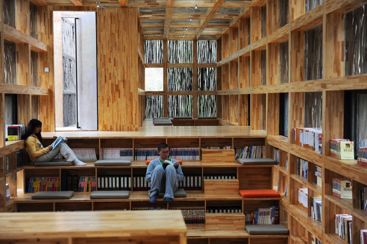 Στα προάστια του Πεκίνου, μέσα σε μια κοιλάδα περικυκλωμένη από βράχους βρίσκεται η παραμυθένια, ξύλινη βιβλιοθήκη Liyuan