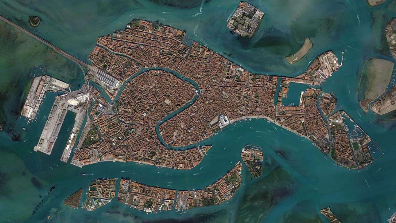 Το Κανάλε Γκράντε δεσπόζει στο θεατρικό σκηνικό που ονομάζεται Βενετία