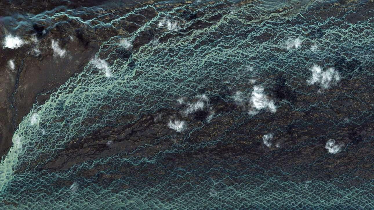 Ποτάμια ρεύματα στη νότια Ισλανδία συνθέτουν ένα ορμητικό τοπίο