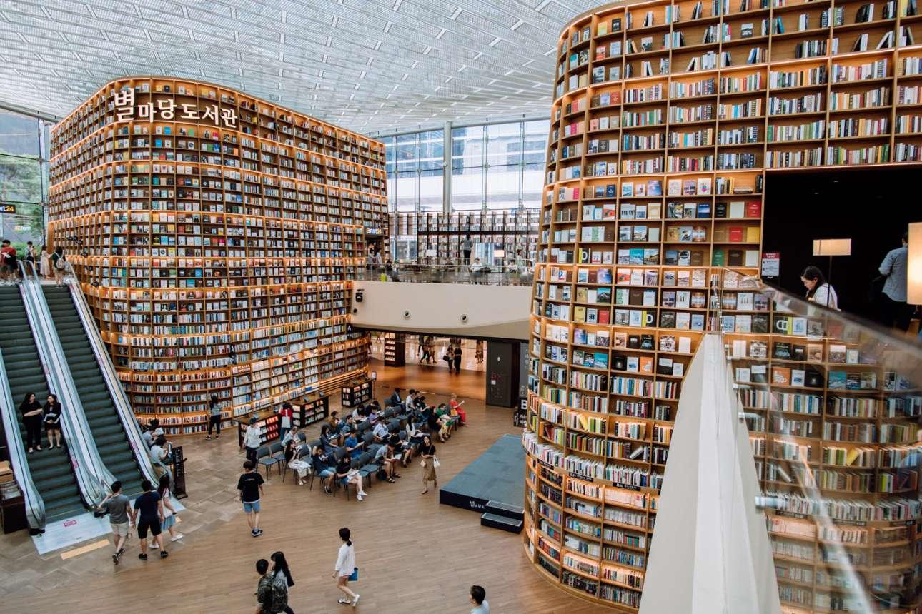 Ψώνια αλλά και διάβασμα... η βιβλιοθήκη Starfield μέσα στο τεράστιο εμπορικό COEX στη Σεούλ