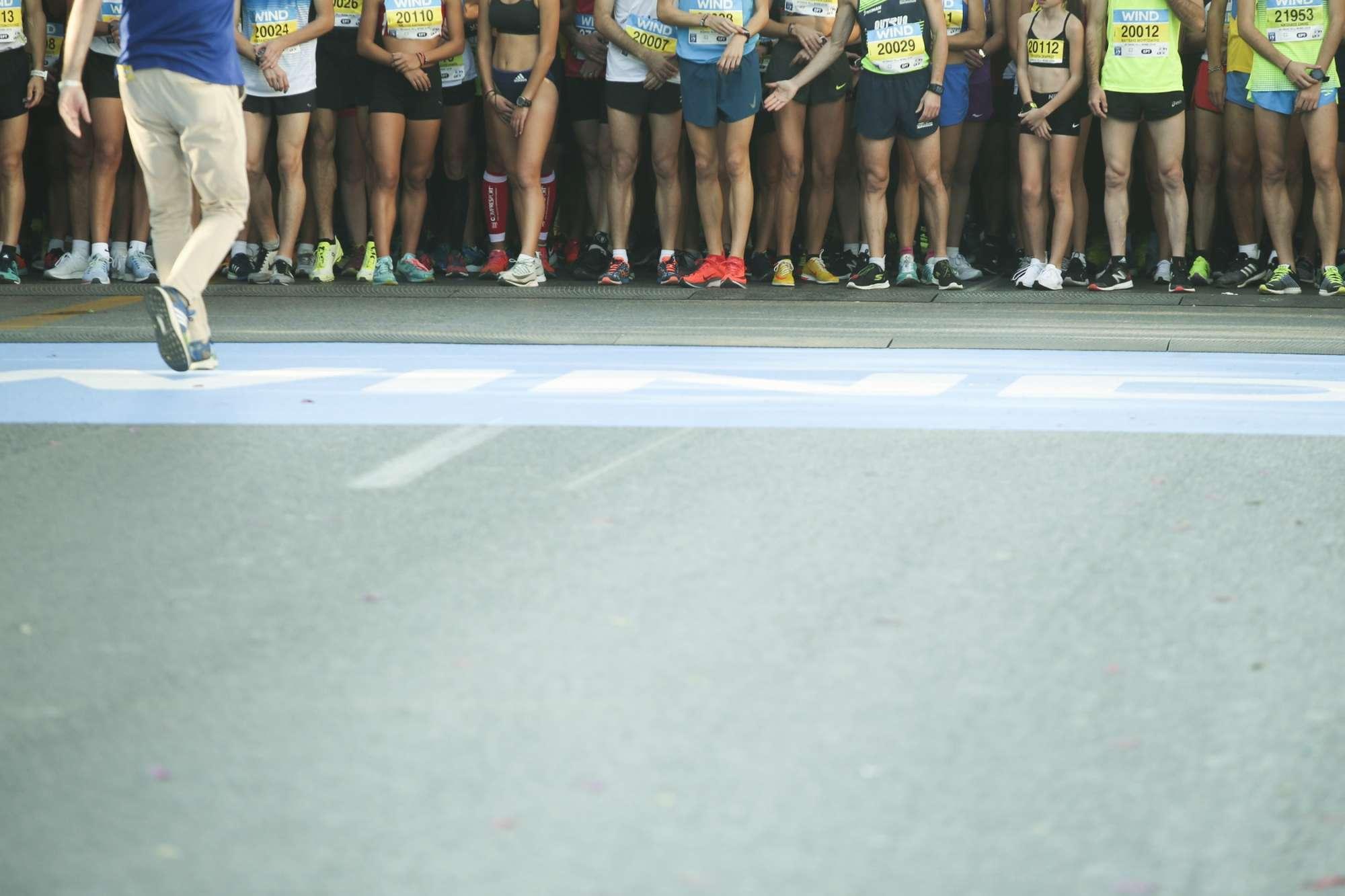 Την ίδια ώρα στην Αθήνα ετοιμάζονταν για την εκκίνηση στους δρόμους 10 και 5 χιλιομέτρων