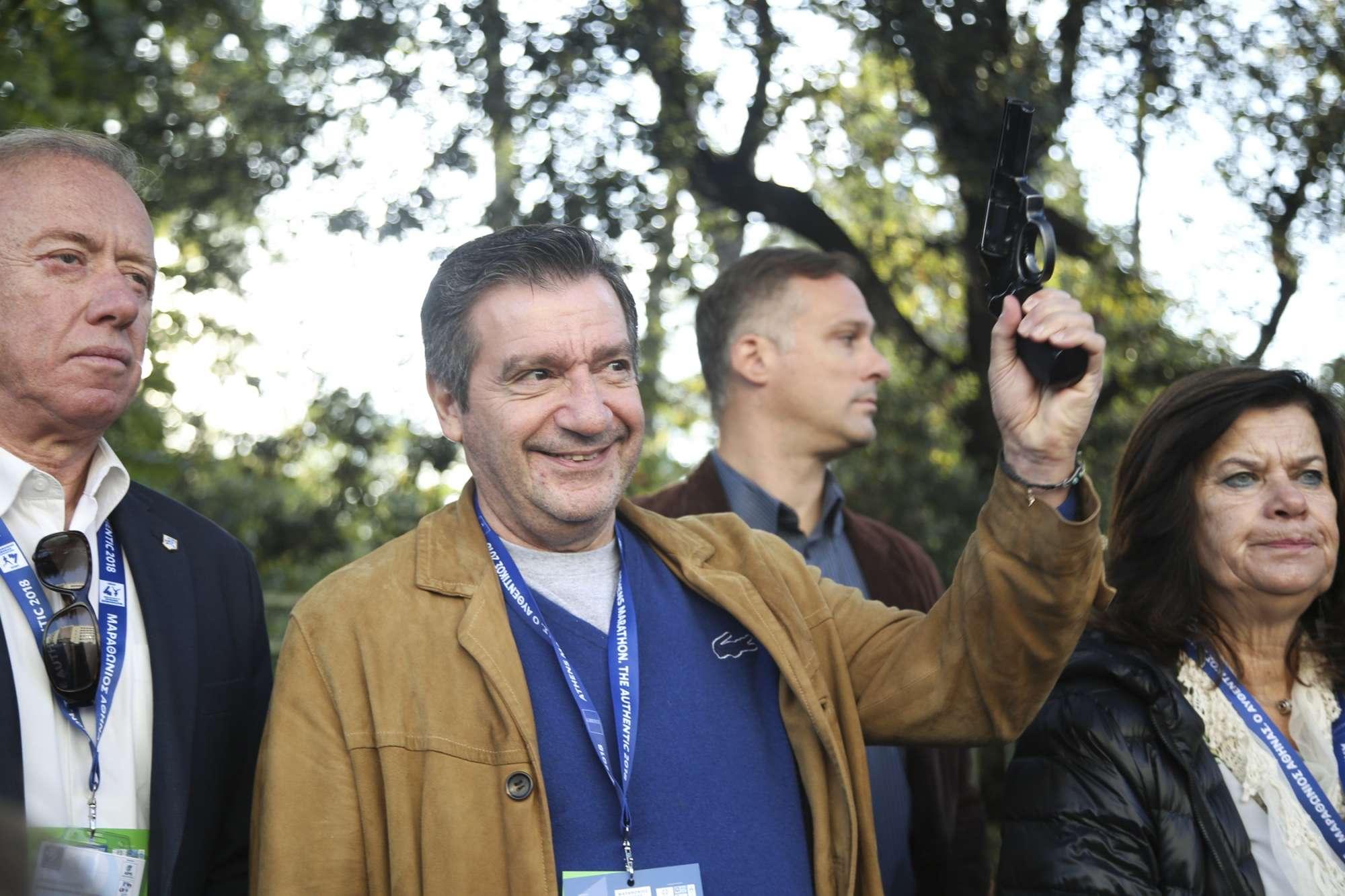 ...που έδωσε ο χαμογελαστός ο δήμαρχος Αθηναίων Γιώργος Καμίνης...